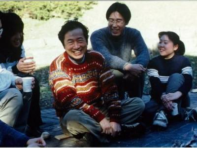 学生時代に菅直人元総理と懇談。この写真は旧民主党のポスターにも採用されました。