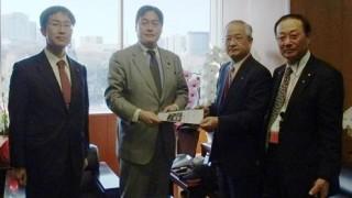 新東名森町スマートインター設置について、森町の村松藤雄町長と吉田治国交副大臣を訪問。2012年4月に無事に設置が認可されました