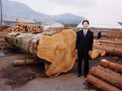 山口支店では、森林関係融資、化学メーカー等への法人営業を担当。経営改善計画の策定や進捗管理、債権の流動化などのストラクチャードファイナンスにも積極的に取り組みました。