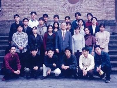早稲田大学政治経済学部政治学科に進学。国際政治学を専攻し、静岡県にも縁のある山本武彦教授にご指導いただきました。 (山本教授は元静岡県立大学教授。ラジオにも時々出演しています。)
